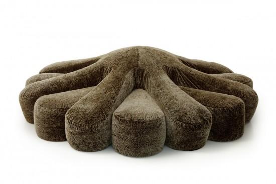 ヒトデの形をしたゆったりできる大きなソファー