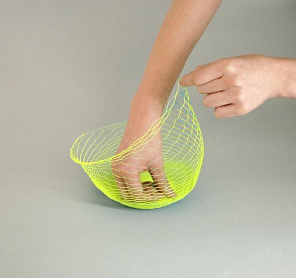 1枚の紙を広げると器になるプロダクト「空気の器」