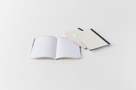 小口に着色をして、カドをひとつ切り欠いたノート「edge note」2