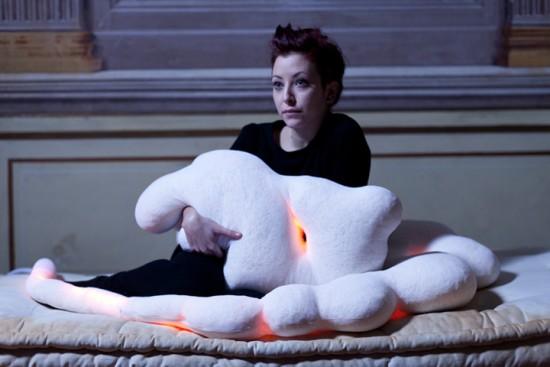 光り加熱する枕 lightmate3