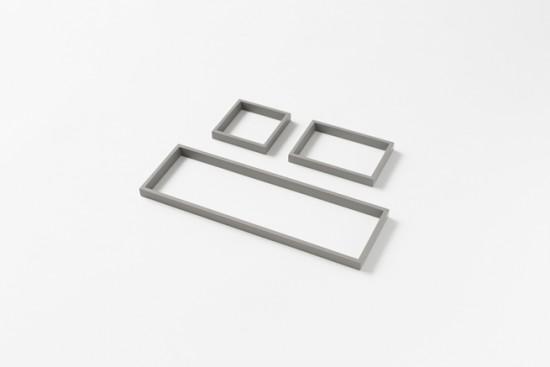 「器」ではなく、「輪郭線」によってデスク上の小物を整理するトレー「 outline tray」6