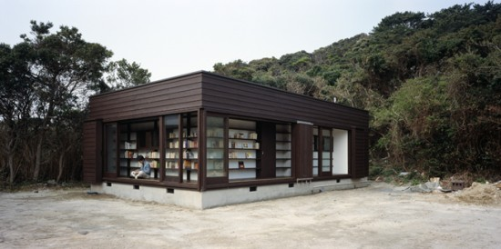 図書館を両立した住宅兼図書館「 絵本の家」2