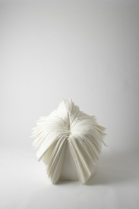 捨てられた紙を-「剥いて」つくったイス「cabbage chair」2