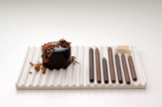 チョコレートで出来た鉛筆を削ることでつくるスイーツ「chocolate-pencils」2