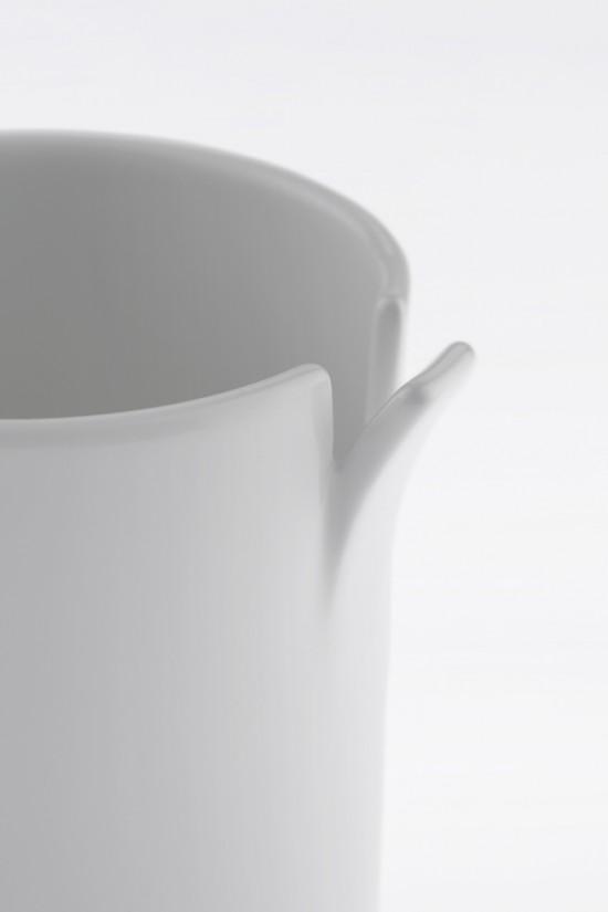 コップの一部が「めくれた」ことにより機能性を高めたコップ「peel」3
