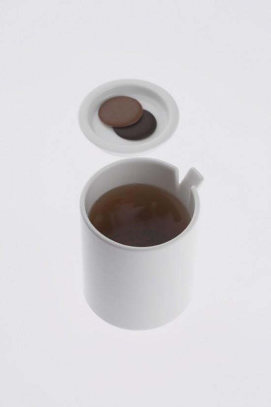 コップの一部が「めくれた」ことにより機能性を高めたコップ「peel」8