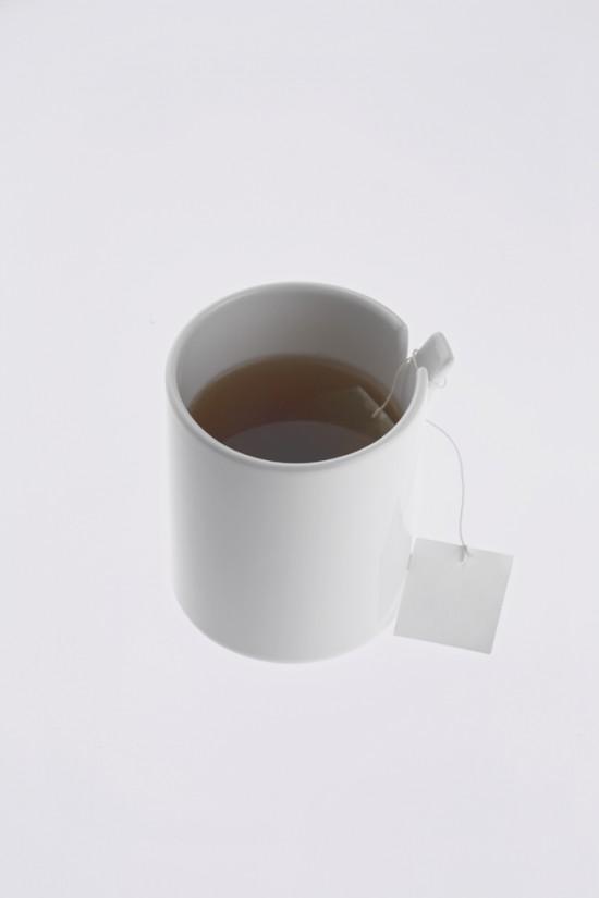 コップの一部が「めくれた」ことにより機能性を高めたコップ「peel」5