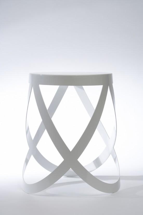 バレエ・シューズのリボンのような形のスツール「ribbon」2