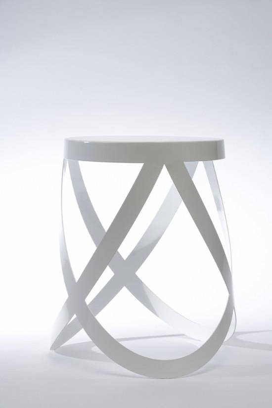 バレエ・シューズのリボンのような形のスツール「ribbon」3