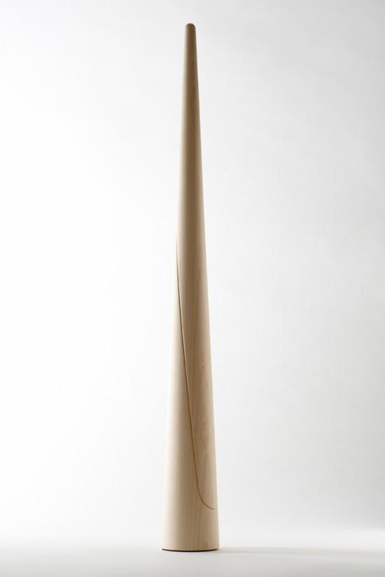 円錐の上部を持ち上げると、すぱっと斜めに割れて現れる靴べら「shoe-horn」2