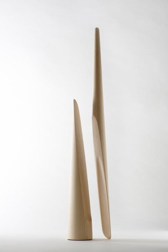 円錐の上部を持ち上げると、すぱっと斜めに割れて現れる靴べら「shoe-horn」3