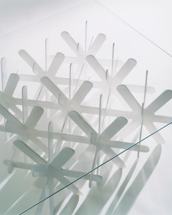 地面に雪が降り積もるかのように生まれるローテーブル「snow」4
