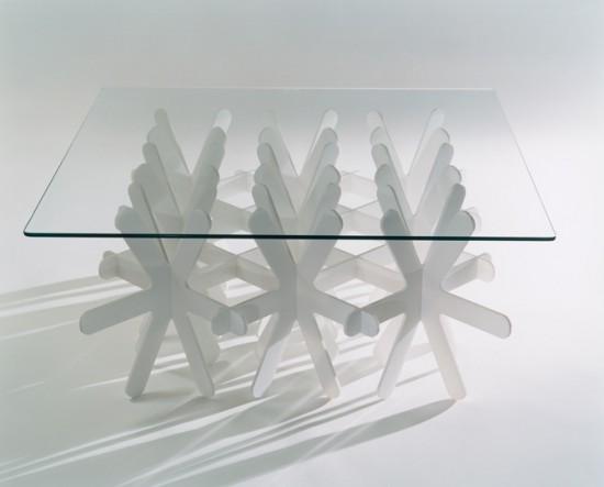 地面に雪が降り積もるかのように生まれるローテーブル「snow」5
