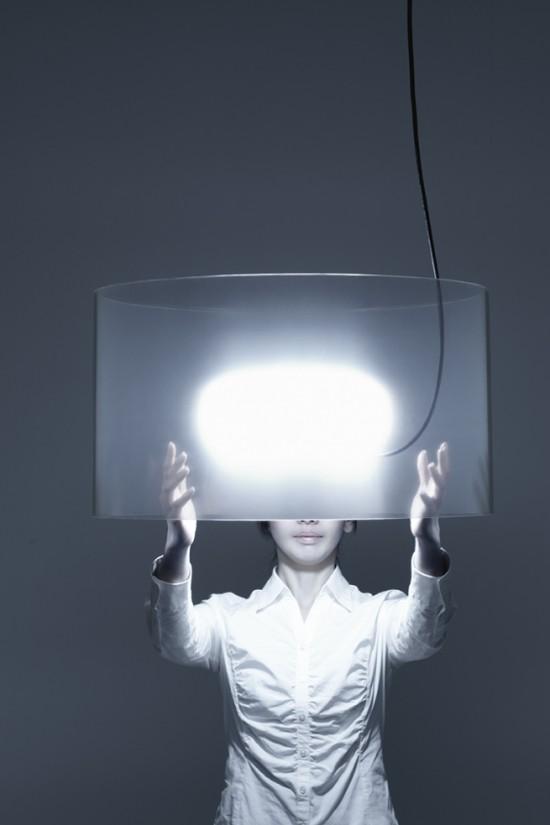 リング状に巻かれた覗き見防止用フィルムを使用したペンダントランプ「 transparent lamp」