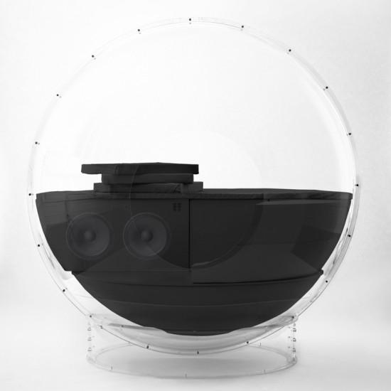 全身で音楽を楽しむことが出来る大きな球体型のオーディオ装置「AudioOrb」2
