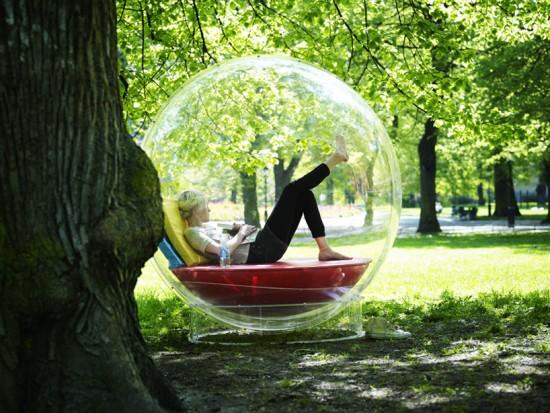 全身で音楽を楽しむことが出来る大きな球体型のオーディオ装置「AudioOrb」