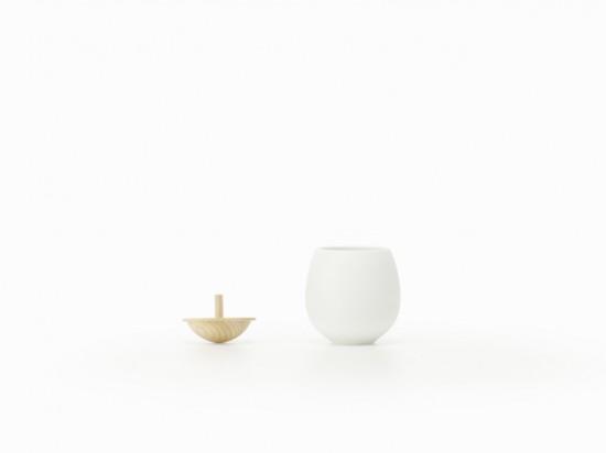 フタが「コマ」になっている 急須と湯呑み「top-tea set」3