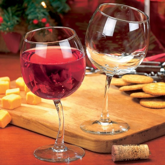 踊るワイングラス