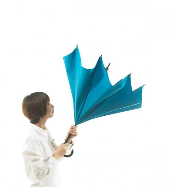 デザイナー梶本博司氏がデザインした、実用性を考えたら逆さまになった、逆さまの傘「UnBRELLA 」2