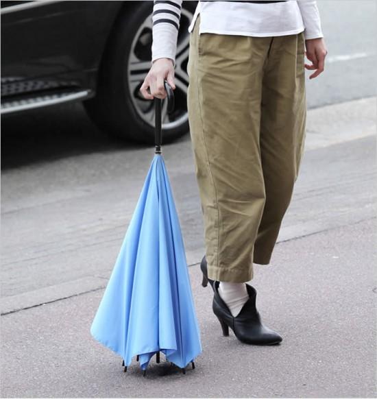 デザイナー梶本博司氏がデザインした、実用性を考えたら逆さまになった、逆さまの傘「UnBRELLA 」9