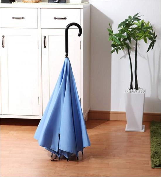 デザイナー梶本博司氏がデザインした、実用性を考えたら逆さまになった、逆さまの傘「UnBRELLA 」8