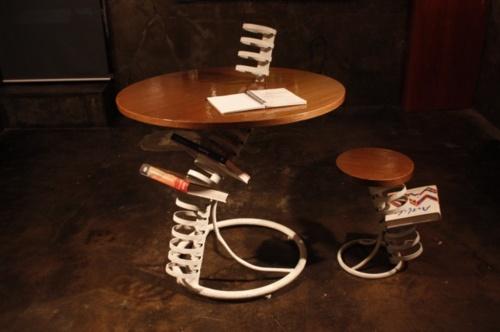 人間の背骨にインスピレーションを受けてつくったテーブル