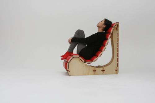 キャタピラみたいな椅子