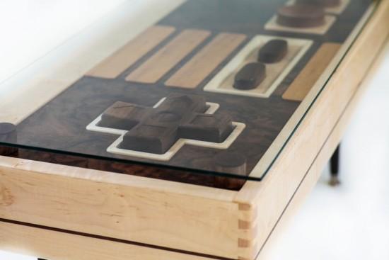 任天堂のファミコンコントローラーみたいなテーブル