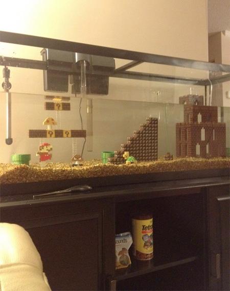 レゴブロックで出来たスーパーマリオのアクアリウム「Super Mario Aquarium」