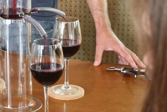 同時に4つのグラスに注げるワインディスペンサー