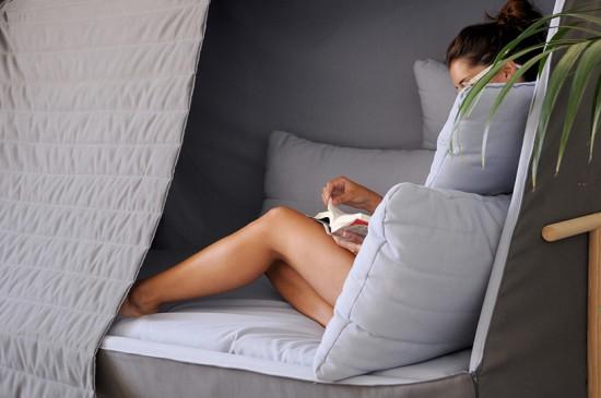 ひとりぼっちになれるソファー