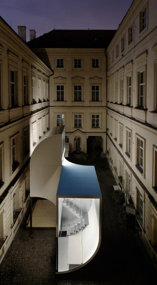 ユニークな形の建物