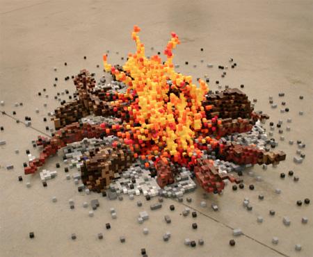 レゴブロックでつくり上げたように見える、合板のモザイク模様の作品「Re-things」