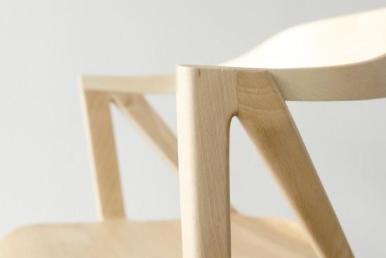 二本脚の椅子