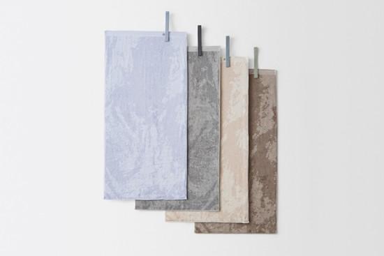 丸めて収納できるタオル「baguette-towel」