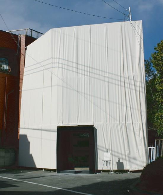 200mの布で作った小さなレストラン