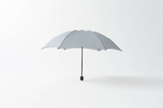 持ち手の中からカバーが出てくる折り畳み傘
