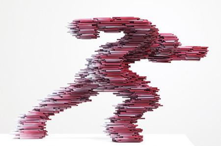PVCパイプを使ったハイスピードで移動しているように見える彫刻