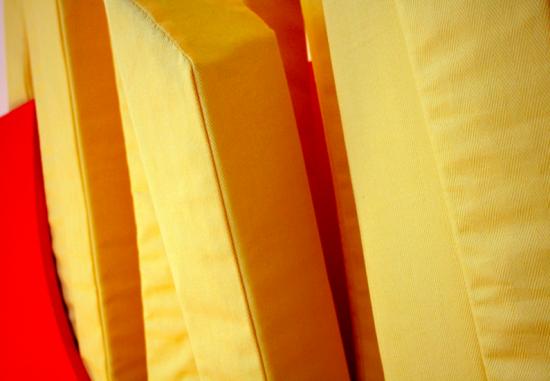 マクドナルド好きにはたまらない、マックのポテトの形をしたベッド