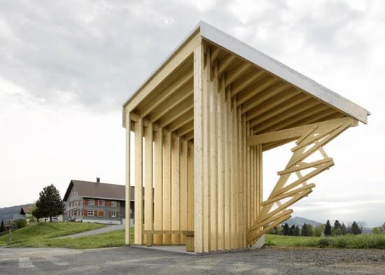 オーストリアにある村人たちを繋げるバス停(バスストップ)