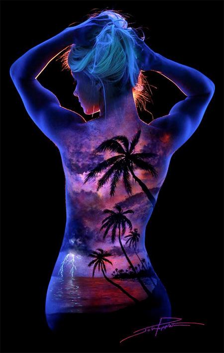 蛍光塗料とブラックライトを使ったアート作品
