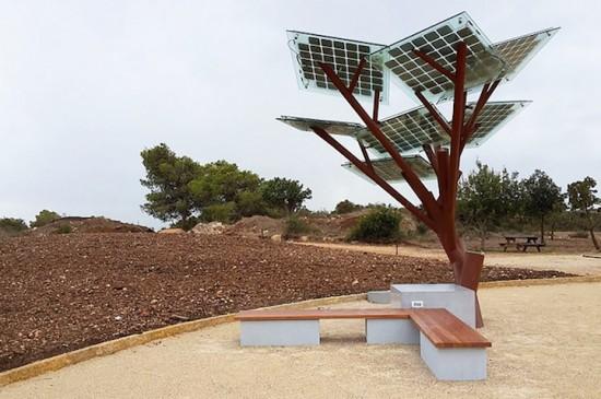 太陽光(ソーラーエネルギー)により外出先でも充電する事の出来る公共のベンチ「eTree」