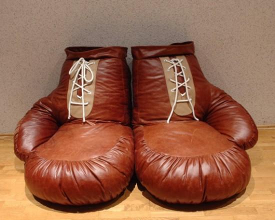 ボクシンググローブの形をした椅子