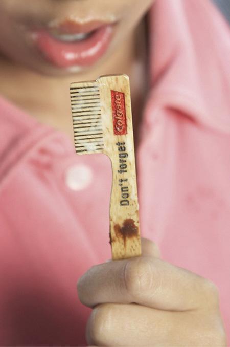 歯を磨くことを喚起させるお菓子の棒