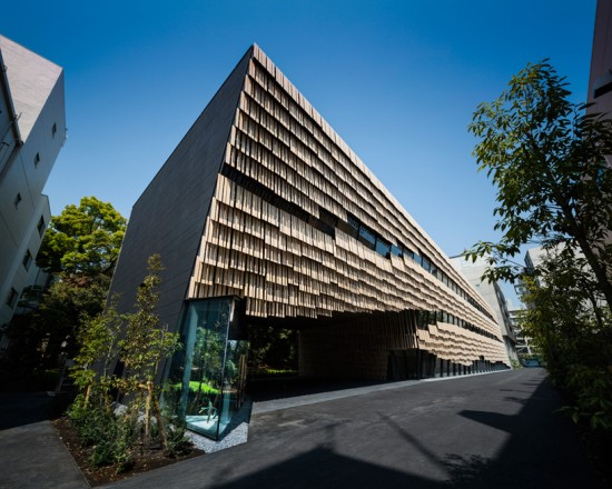 隈研吾氏がデザインした東京大学にあるビル。