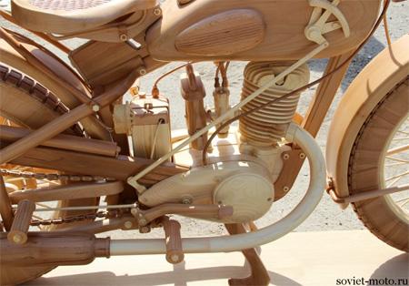 木で出来たバイク