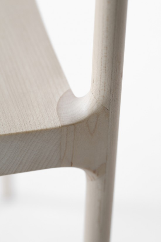 脚の太さが15mmしかない木製の椅子「 cord-chair」