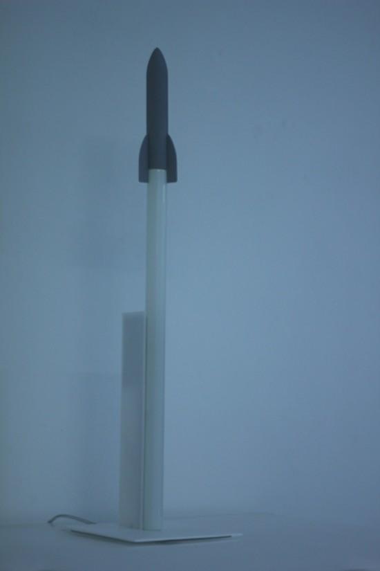 ロケット型のデスクランプ「Get ready for the Launch」