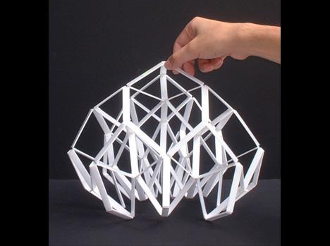 布や網のように自在に変化する「有機EL」を用いた照明「indefinite」