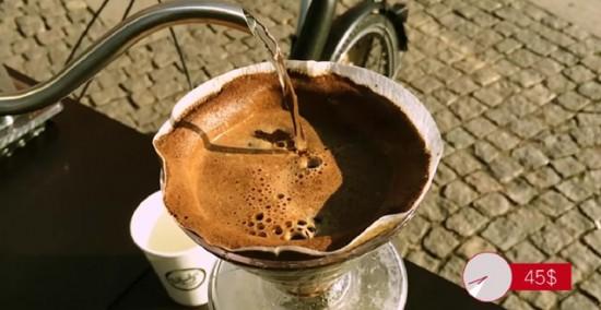 自転車で移動する移動式カフェ(コーヒーカート)